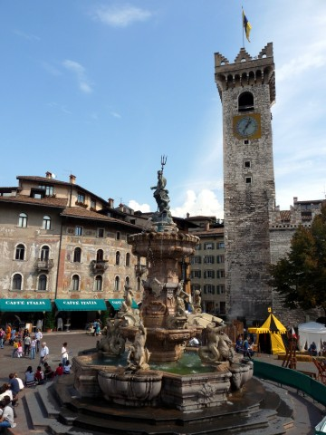 Trento-fountain_of_Neptune_and_Torre_Civica_from_southwest